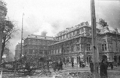 Zerstörte Wiener Staatsoper 1945