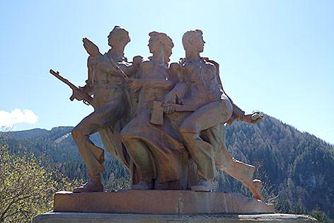 Denkmal für den antifaschistischen Widerstand vor dem Persmanhof