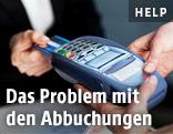 Person bezahlt mittels Bankomatkarte