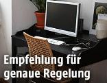 PC Bildschirm auf Wohnzimmertisch