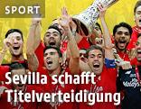 Sevilla-Spieler mit Pokal
