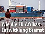 Cargoschiff in Lagos