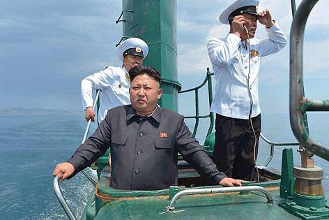 Nordkoreas Staatschef Kim Jong Un in einem U-Boot