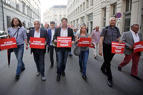 Kundgebung gegen die Asyl-Politik der Bundesregierung vor dem Innenministerium in Wien