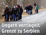 Flüchtlinge nahe der ungarischen Grenze zu Serbien