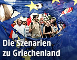Menschen hinter Europa-Flagge