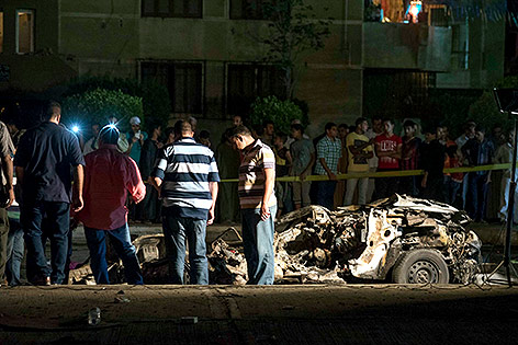 Zerstörtes Auto in Kairo