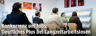 Arbeitslose am Arbeitsamt