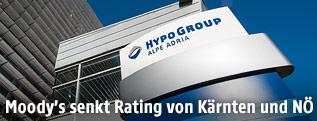 Logo bei der Zentrale der Hypo Group Alpe Adria-Bank in Klagenfurt