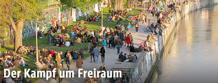 Hunderte Menschen am Wiener Donaukanal