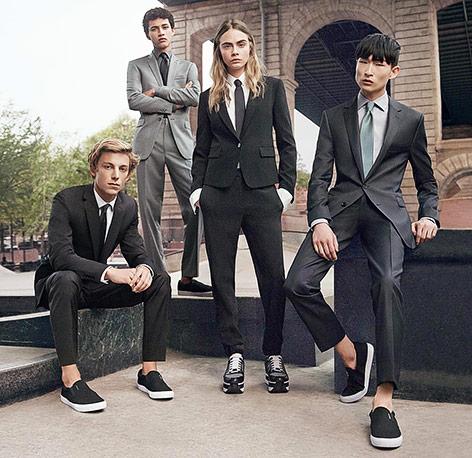 Das Modell Cara Delevinge in einer Werbung für DKNY