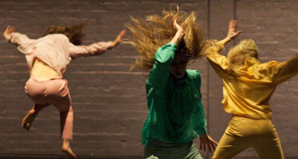 Szenenausschnitt Performance Personal Moment von Elina Pirinen