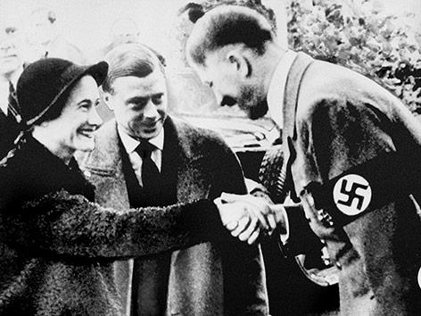 Edward und seine Frau Wallis Simpson mit Adolf Hitler