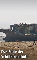 Arbeiter bei einem Schiffsrumpf