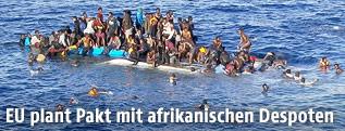 Ein Flüchtlingsboot im Mittelmeer