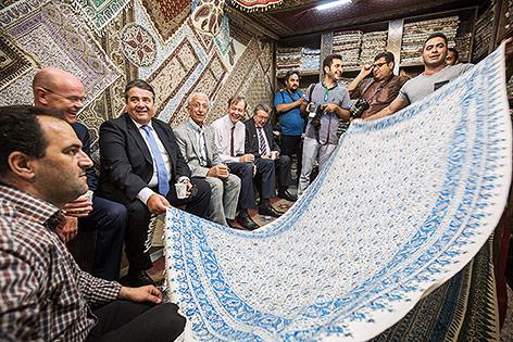 Sigmar Gabriel auf einen Bazar in Isfahan