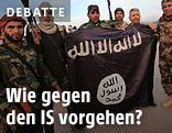 Kämpfer mit IS-Flagge