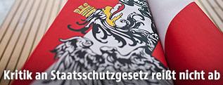 Österreichischer Bundesadler auf Fahne