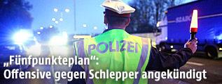 Polizist bei der Grenzkontrolle