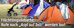 Zelte vor dem Flüchtlingslager in Traiskirchen