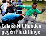 Flüchtlinge flüchten vor der Polizei in Calais