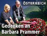 Nationalratspräsidentin Doris Bures und der Zweite Nationalratspräsident Karlheinz Kopf am Grab von Nationalratspräsidentin Barbara Prammer