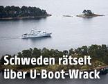 Ein schwedisches Militärschiff an der Küste