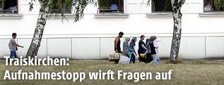 Flüchtlinge vor dem Aufnahmezentrum Traiskirchen