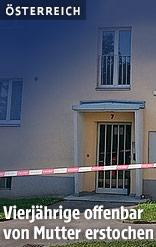 Polizeiabsperrband vor der Eingangstür des Wohnhauses