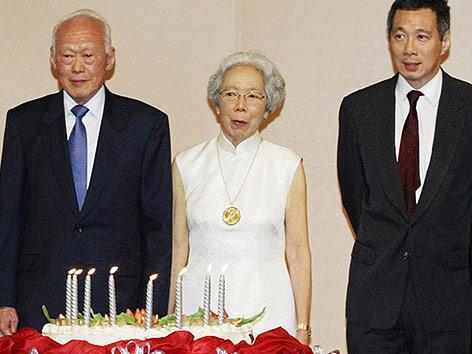 Lee Kuan Yew mit Ehefrau Kwa Geok Choo und Sohn  Lee Hsien Loong