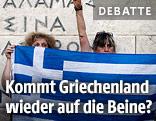 Frauen halten griechische Flagge