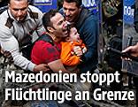 Vater und Sohn inmitten der Auseinandersetzungen an der griechisch-mazedonischen Grenze