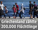 Gruppe von Flüchtlingen nach ihrer Ankunft in Piräus, Griechenland