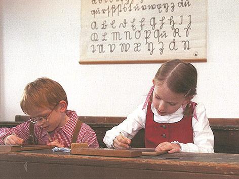 Kinder beim Schreiben