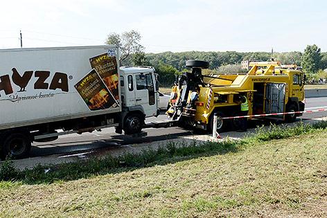 Abschleppdienst beim Abtransport des Lkws