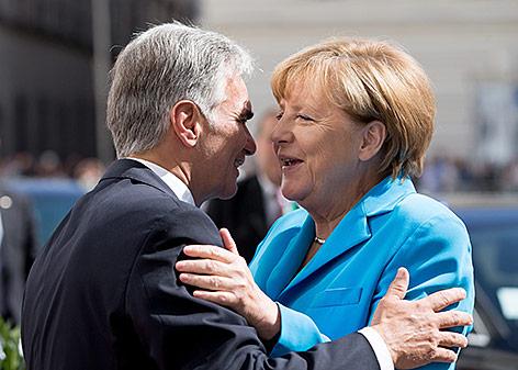 Bundeskanzler Werner Faymann und die deutsche Bundeskanzlerin Angela Merkel