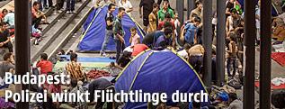 Flüchtlinge auf Budapester Bahnhof