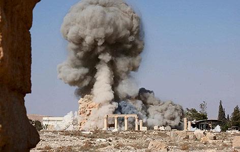 Eine Bombe zerstört den Baal-Shamin Tempel