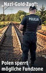 Polizisten sperren den möglichen Fundort ab