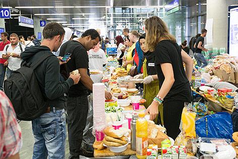 Flüchtlinge am Westbahnhof in Wien