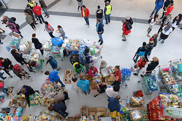 Freiwillige Helfer am Bahnhof in Salzburg