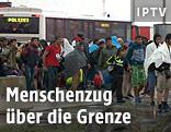 Flüchtlinge erreichen österreichische Grenze