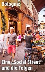 Belebte Straße in Bologna