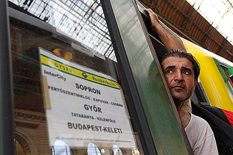 Zug in Budapester Bahnhof mit Ziel Sopron