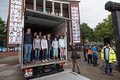 Deutsches Theater stellt tödlichen Flüchtlingstransport nach