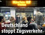 Flüchtlinge in einem Zug von Salzburg nach München