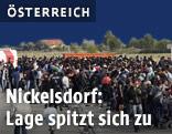 Flüchtlinge am Bahnhof in Nickelsdorf