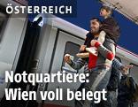 Flüchtlinge am Westbahhof in Wien
