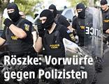 Ungarische, vermummte Polizisten in Röszke