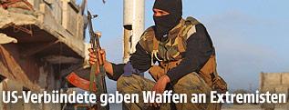 Maskierter Kämpfer der Al-Nusra-Front